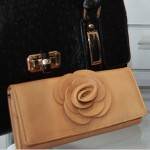 beige-leather-wallet